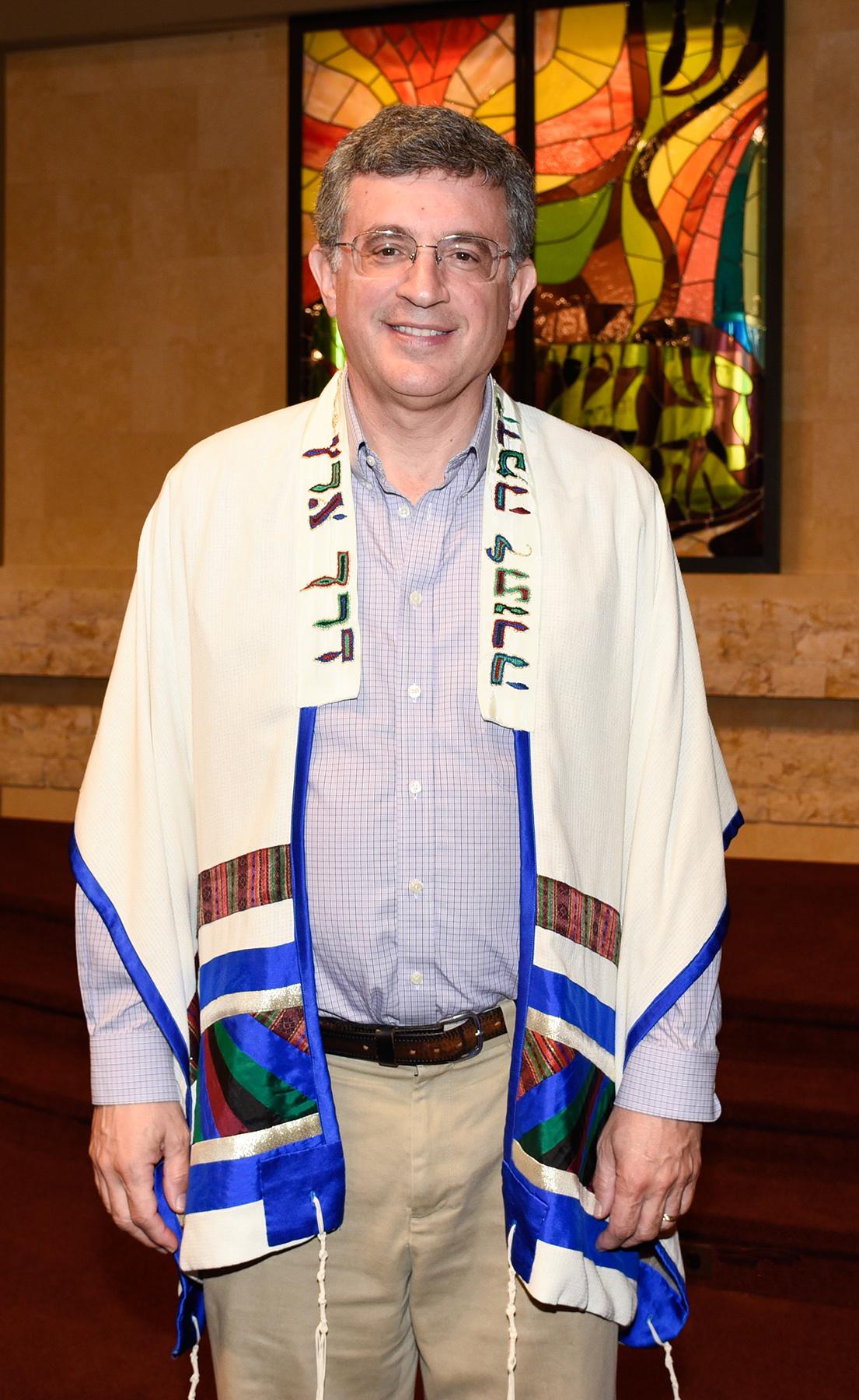 Tallit-Rabbi Shull - photo by Larry M Levine